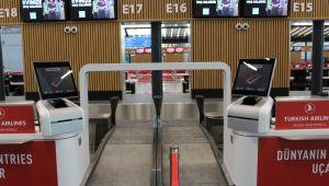 İstanbul havalimanında yolcuları bakın kim karşılayacak.