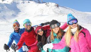 Ruslar ve Ukraynalılar kayak için Erciyes'i tercih ediyor