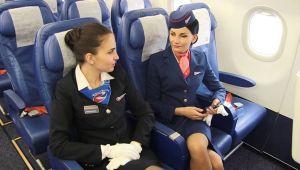 Sarhoş Rus yolcu hostesi dövdü