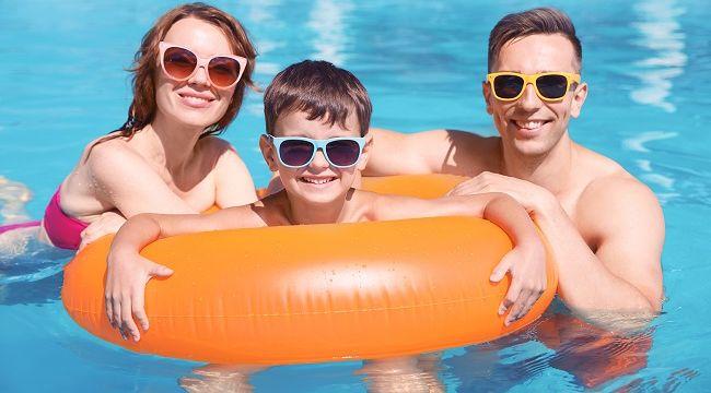 Havuz ve denizde gözlük kullanımı çok önemli !