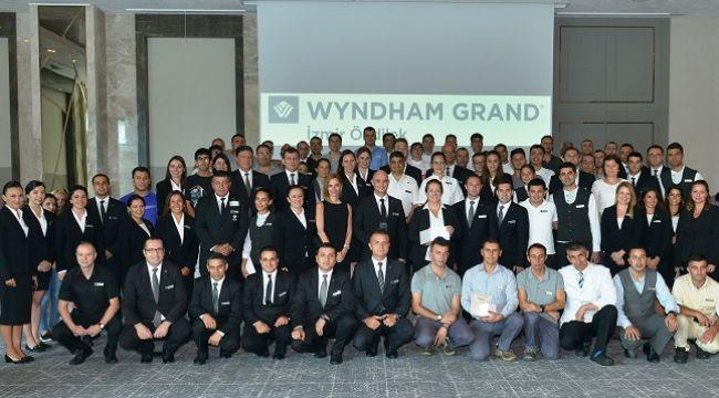 Best Of Wyndham Grand ödülü İzmir'e Özdilek'e..