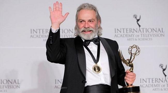Haluk Bilginer, Emmy ödülü aldı !