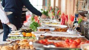 Açık Büfeden Yiyecekleri Aşçılar Verebilir mi ?