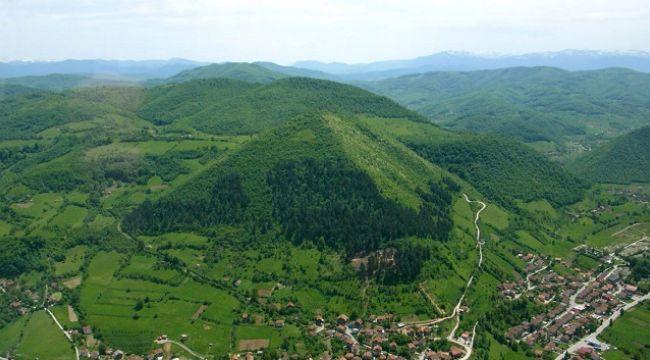 Çin'deki gizlenen Türk Piramitleri'ni analiz ediyoruz